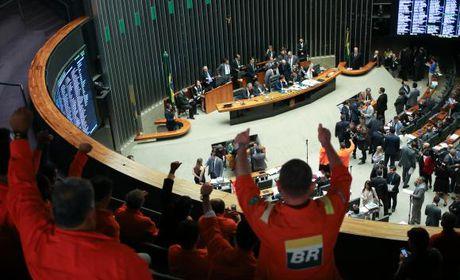 Câmara derruba obrigatoriedade da Petrobras na exploração do pré-sal