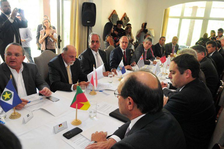 Pezão e outros 20 governadores discutem, em Brasília, alternativas à crise econômica nos estados