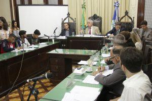 Comissão debate ocupação nas escolas com secretário de educação