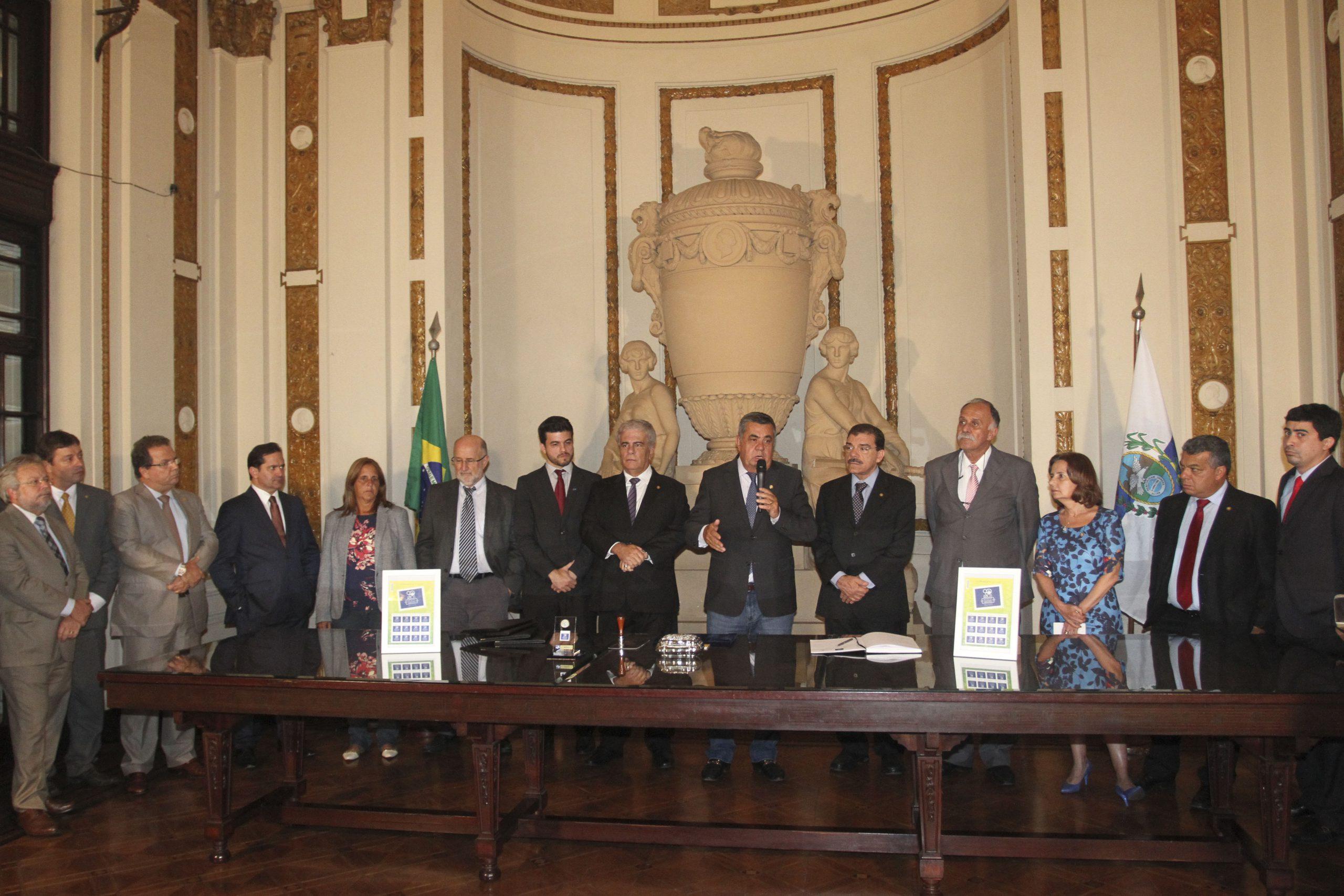 CORREIOS LANÇAM SELO E CARIMBO COMEMORATIVOS DOS 90 ANOS DO PALÁCIO TIRADENTES