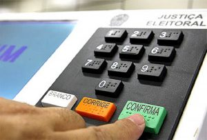 Escândalos de corrupção despertam desinteresse em eleitores, dizem especialistas