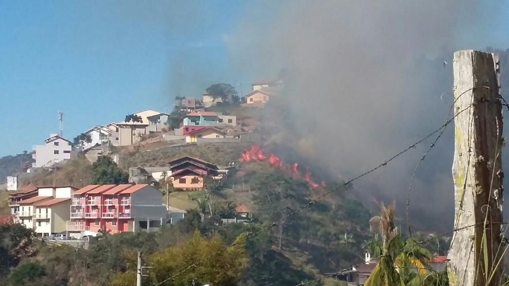 Incêndios em vegetação atingem quatro cidades da Serra
