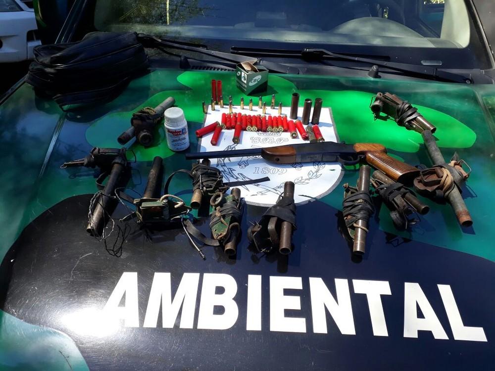 Dois são detidos com material de caça em Cachoeiras de Macacu