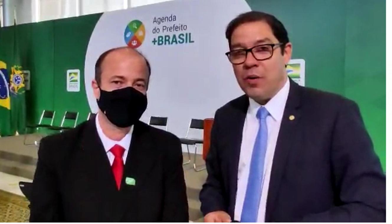 Prefeito viaja a Brasília em busca de recursos para Macuco