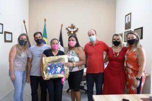Emoção marca a entrega de notebooks a estudantes de Macuco