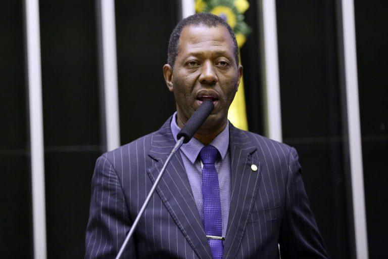Projeto altera Código Penal para aumentar tempo de prisão por crimes de estupro Proposta também agrava as penas para crimes de pedofilia virtual