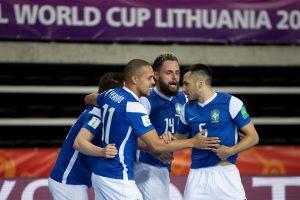 Com quatro de Ferrão, Brasil atropela Vietnã na estreia da Copa do Mundo de futsal