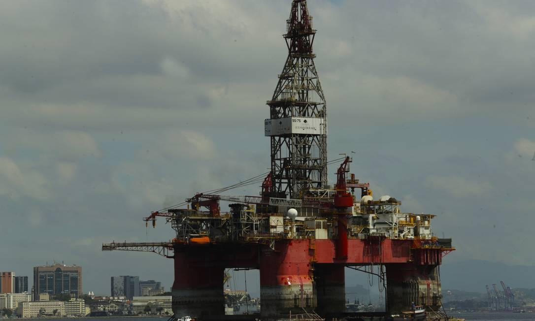 Países precisam abrir mão de 60% das reservas de petróleo para salvar clima do planeta, diz estudo